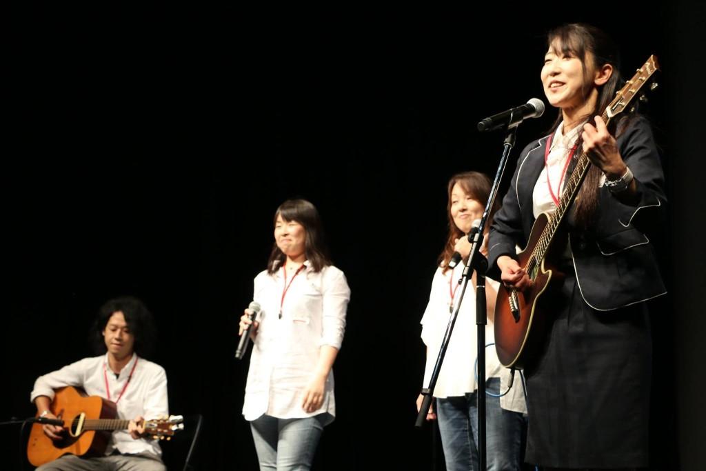 プレゼンでは曽我さんと街コンのバンドメンバーによる即興演奏も!